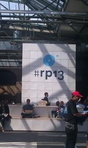 re:publica Hashtag in der Eingangshalle - zentraler Treffpunkt