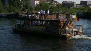 Flussschiff auf der Spree