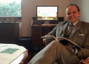 """Alexander Broy, vor Kurzem nach Nürnberg gezogen, liebt sein HO: """"Der große Vorteil am Home-Office ist, dass ich den ganzen Tag enervierend stinkenden Pfeifentabak qualmen und meinem ausgesucht schlechten Musikgeschmack frönen kann und ich kann mittags meiner Familie etwas Vernünftiges kochen. Nur die Radl-Tour morgens und abends fehlt mir."""""""