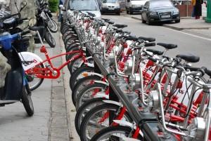 Die Stadtverwaltung von Barcelona platziert Leihfahrräder auf Basis von Nutzungsverhalten und Verkehrsströmen, um das Zusammenspiel mit Bussen und Bahnen zu verbessern und so den Verkehr zu optimieren.