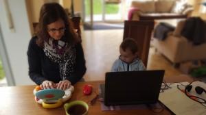 Für PR-Beraterin Anett Hahn bietet das Home Office die Möglichkeit, Familie und Beruf zu vereinbaren. Die Kinder lernen es zu respektieren, wenn Mama arbeitet.