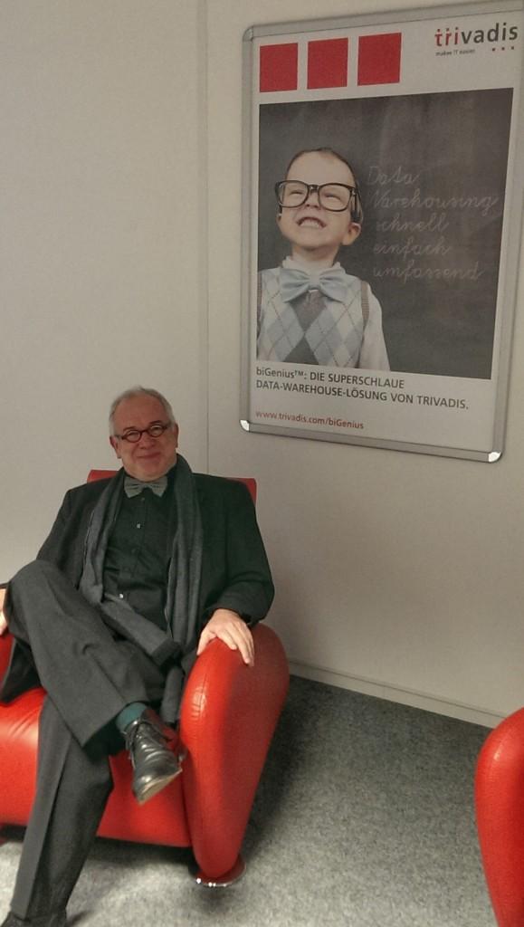 Kurze Workshop-Pause im Corporate Design Sessel bei Trivadis in Glattbrugg: Michael Kausch, CEO von vibrio.
