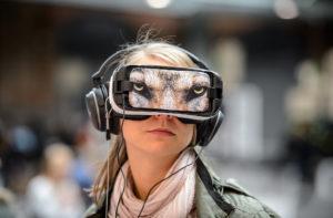 Mittels VR-Brille wird Virtual Reality erlebbar.